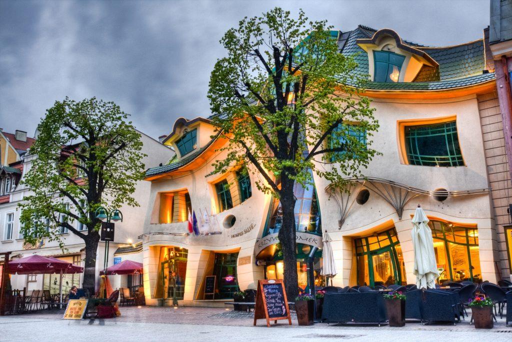 Det kända Krokiga huset i Sopot